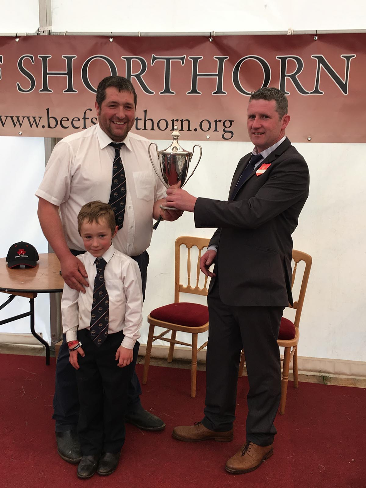 Adam Lawson 6yr old son Ruaridh receive the Championship Trophy off Judge James Lambe